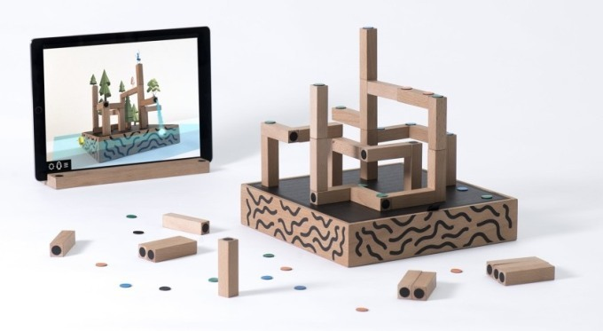 ar-game-koski-using-the-ipad-and-building-blocks